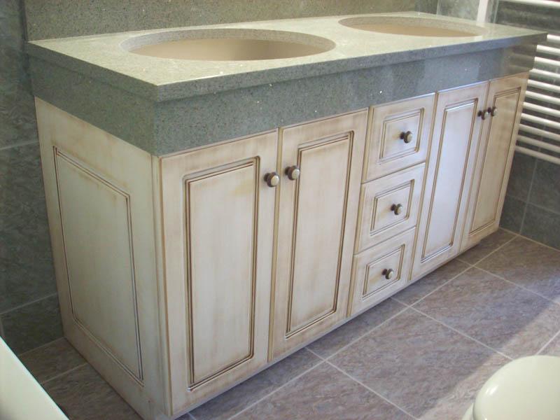Muebles de cocina blanco envejecido ideas for Muebles envejecidos en blanco